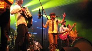 Buntes: Schnitzel-Beat im Gepäck, Tanzwut im Bauch