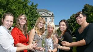 Buntes: Sechs Kandidatinnen für Wahl der Mosel-Weinkönigin