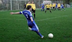 5vier-Topspiel – Kasel gewinnt Derby in Fell / VIDEO