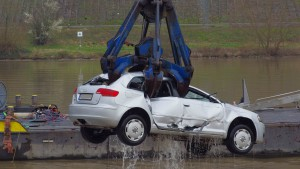 Audi A3 blockiert Mosel-Schiffsverkehr für Stunden – eine Foto-Docu