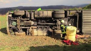 Schwerer LKW-Unfall auf der B51 bei Sirzenich