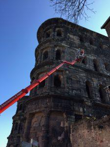 Westfassade der Porta Nigra wird bis Herbst 2018 saniert