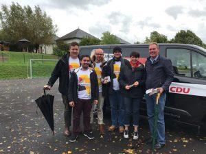 Trierer CDU Spitzenkandidat Steier beim Haustürwahlkampf