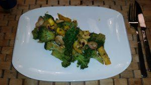 Brokkoli-Cashew-Pfanne mit Scampis