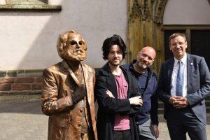Trierer Marx-Denkmal in Szene gesetzt
