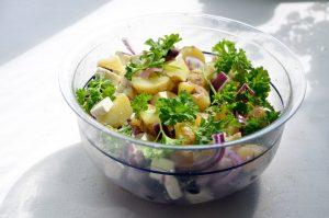Frischer türkischer Kartoffelsalat ohne Mayonnaise