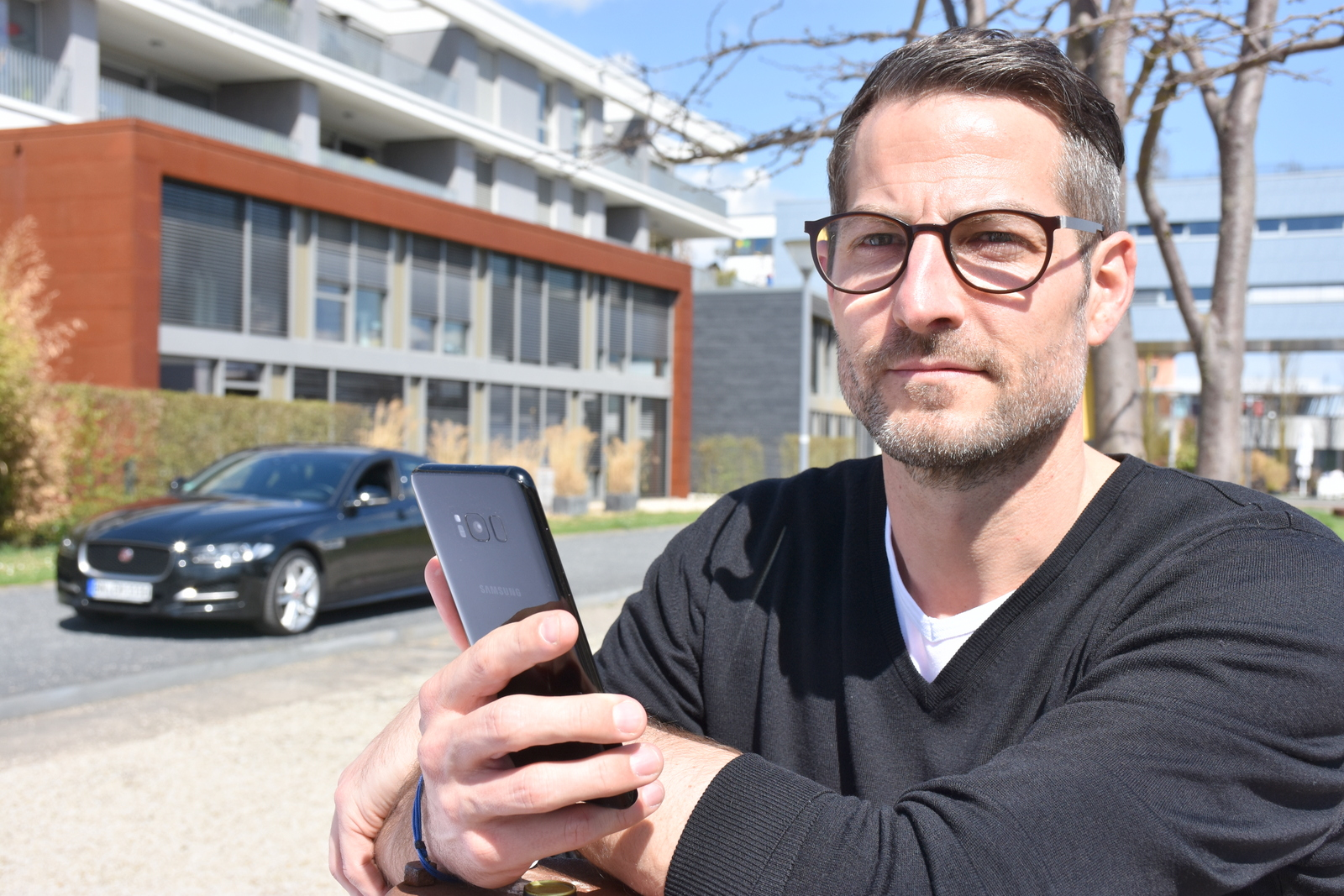 """Foto: """"Carmato"""" Motiv1 (Marc Herschbach): """"Carmato Geschäftsführer Marc Herschbach (42) hat seine 24jährige Praxiserfahrung im klassischen Automobilhandel und seine fachliche Kompetenz als verantwortlicher Leiter einer großen Automobilhandelsgruppe in das digitale Geschäftsmodell übertragen."""""""