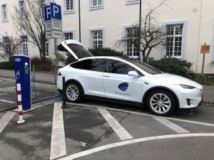Tesla im Test: Rumstromern mit dem E-Auto in Trier und der Region