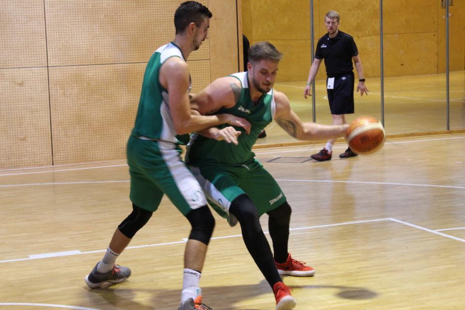 Beackern sich im Training: Luka Buntic (links) und Kilian Dietz. Foto: 5vier.de / Manuel Maus