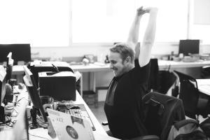 Gesundes Arbeiten – so wichtig sind ergonomische Büromöbel am Arbeitsplatz